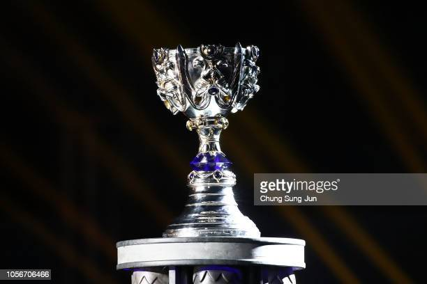 The Trophy Of 2018 The League Of Legends World Championship