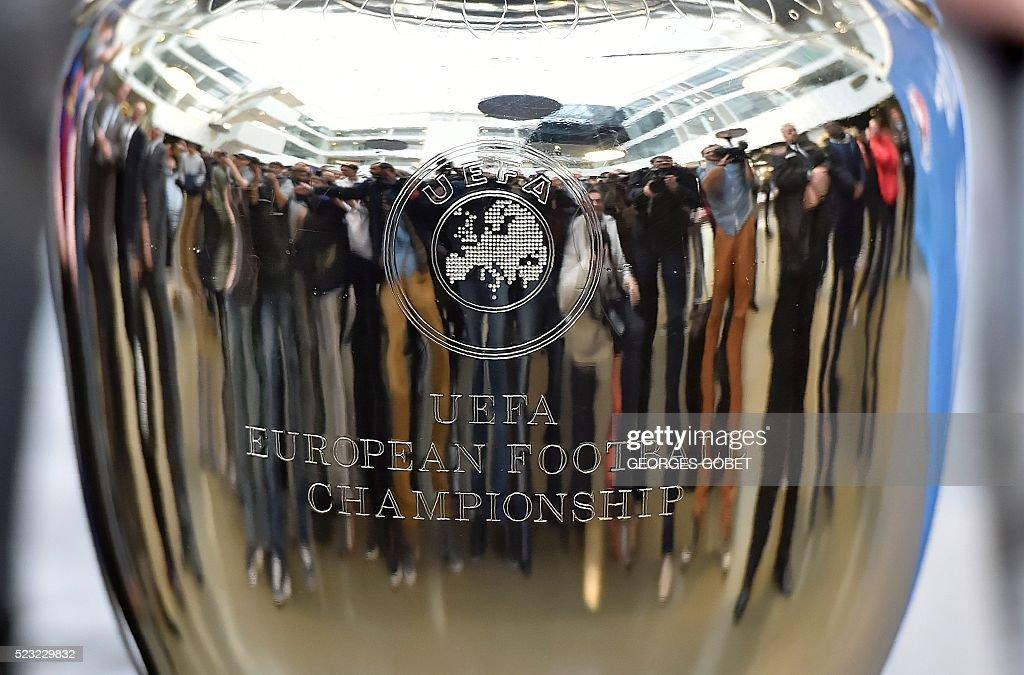 FBL-EURO-2016-TROPHY : News Photo