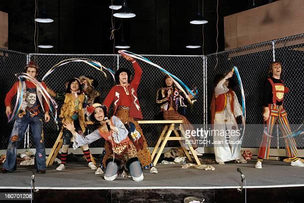 The Troupe Of The Musical 'godspell' At The Theater Of Porte Saintmartin Paris février 1972 Des comédiens de la Troupe du Théâtre de la Porte...