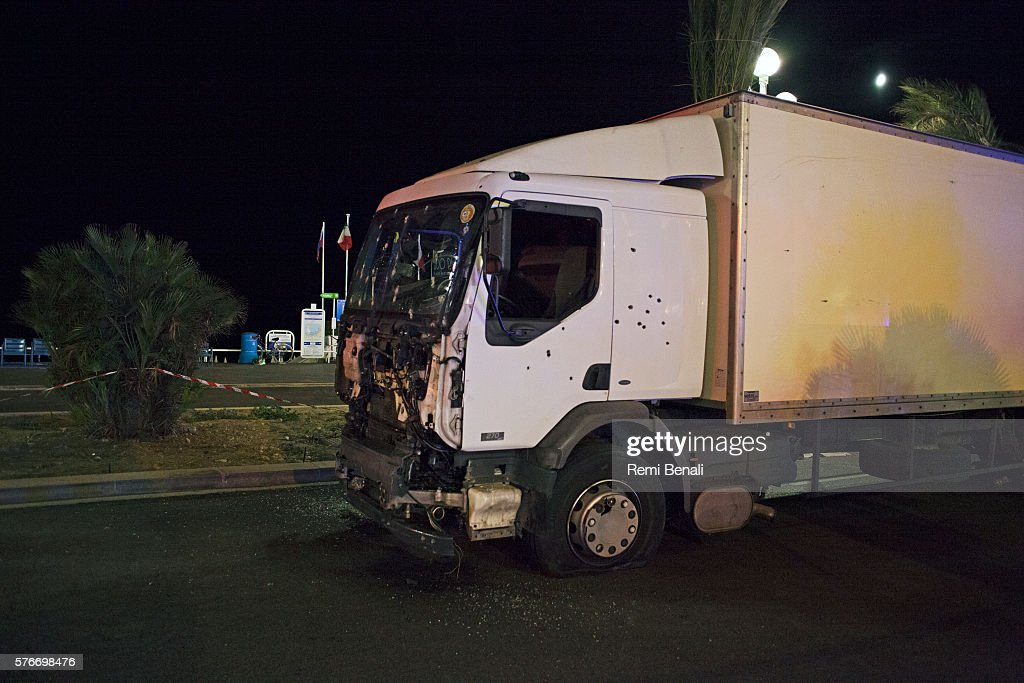 Bastille Day Truck Attack Kills 84 In Nice : Photo d'actualité