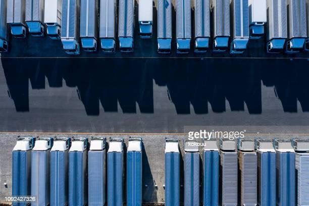 lastbilarna är vackert uppradade - lastbil bildbanksfoton och bilder