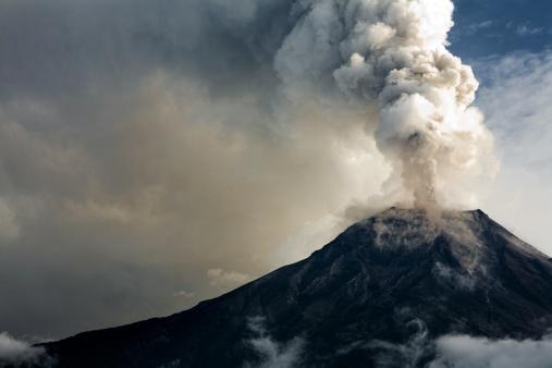 The Tungurahua volcano eruption 154889952