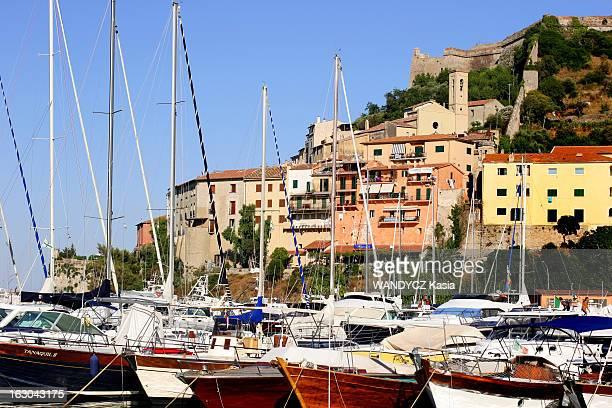 Porto Ercole Secret Paradise Of The Jet Set Le port de Porto Ercole et ses bateaux