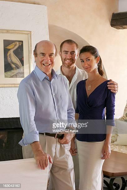 Porto Ercole Secret Paradise Of The Jet Set L'hôtel Il Pellicano de Porto Ercole le propriétaire du lieu Robert SCIO posant avec son fils Robertino...