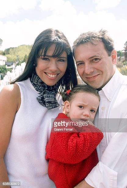 The TV presenter Minerva Piquero with her Husband and her daughter 27th Marzo 2001 Madrid Spain