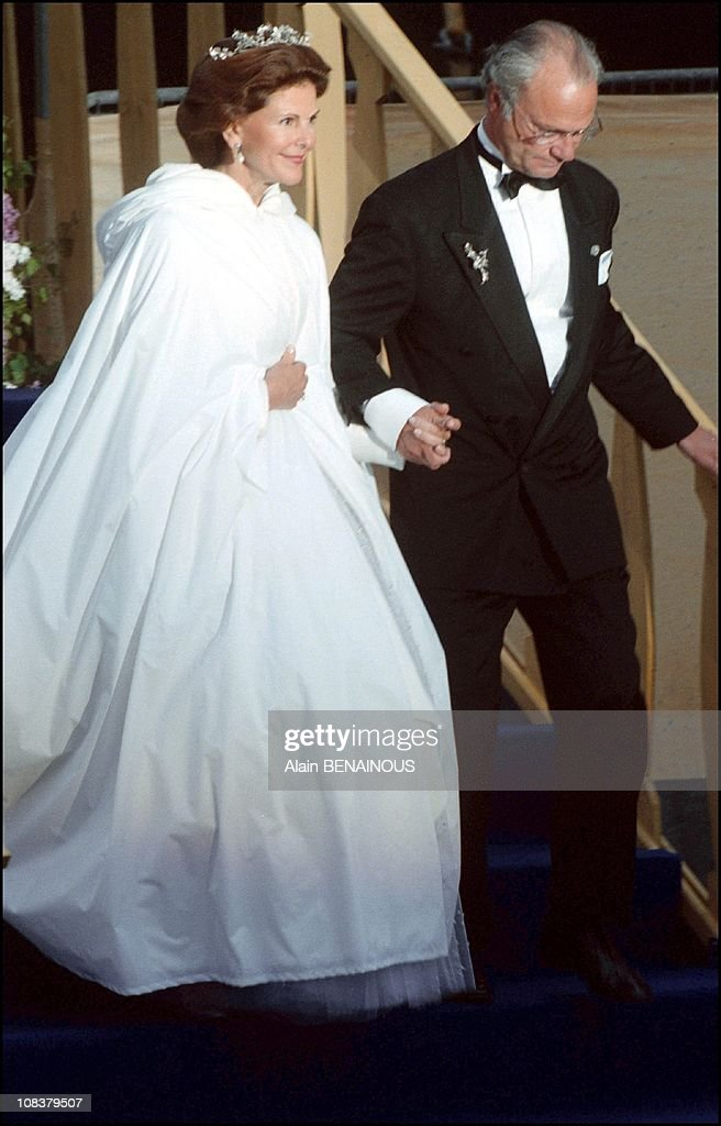 Twenty fifth wedding anniversary of King Carl Gustav and Queen Sylvia of Sweden in Sweden on June 19, 2001. : News Photo
