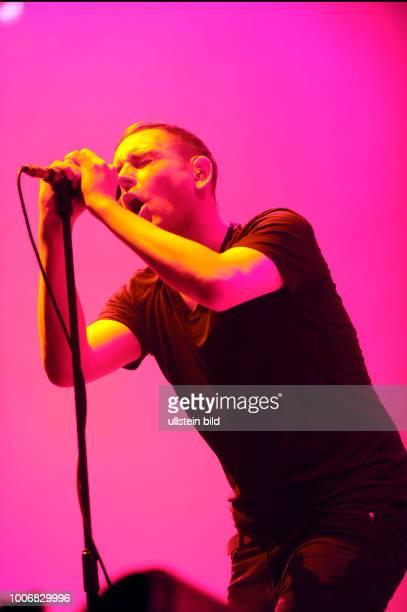 The Twilight Sad die britische Shoegaze und Post RockBand mit Saenger James Graham bei einem Konzert in Hamburg Barclaycard Arena Photo by Jazz...