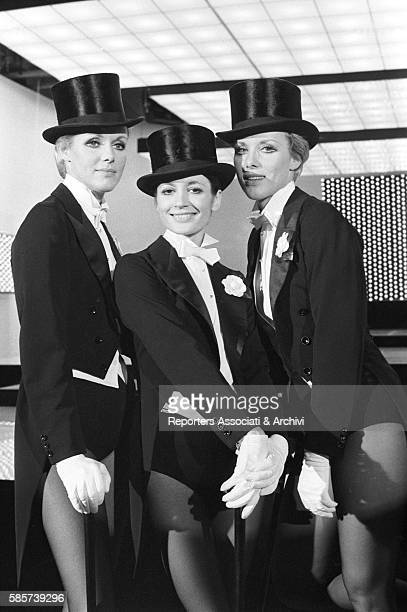 The twin sisters and famous German variety showgirls Alice and Ellen Kessler rehearsing a ballet with the famous Italian etoile Carla Fracci They...