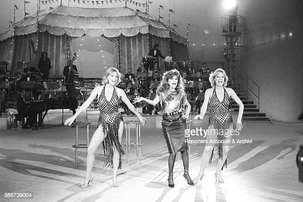 The twin sisters and wellknown German variety showgirls Alice and Ellen Kessler smiling in the TV show 'Al Paradise' They became two Italian TV...