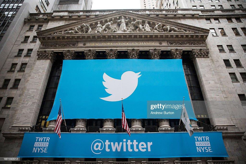 Twitter Goes Public On The New York Stock Exchange : Fotografía de noticias