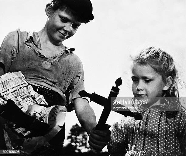 The two actors of the movie 'Jeux interdits' Brigitte Fossey 5 years old and Georges Poujouly 11 years old the film by Rene Clement was awarded the...