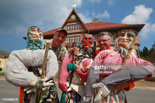The two community workers Andre Hahne and Peter Peise decorate the streets with witch puppets in Schierke Germany 24 April 2014 On 30 April people in...