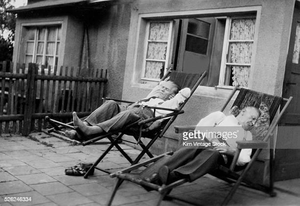 13 Naps On The Porch Photos Et Images
