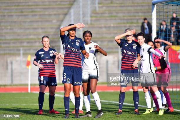 The two teams await a corner during the Division 1 match between Paris FC and Lyon on January 14 2018 in Evry Bondoufle France