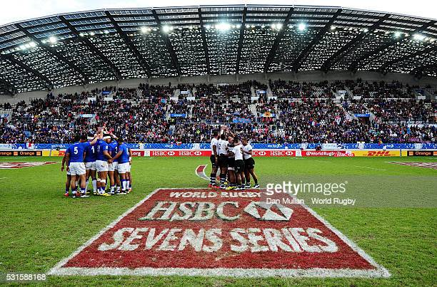 The two teams huddle on the field prior to during the Cup Final match between Fiji and Samoa on day three of the HSBC Paris Sevens at the Stade Jean...