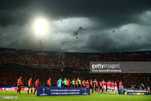 The two teams line up ahead of the final of Copa CONMEBOL Sudamericana 2019 between Colon and Independiente del Valle at Estadio General Pablo Rojas...