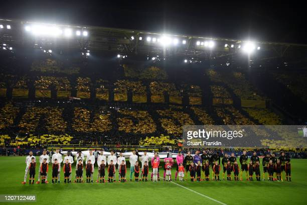 The two teams line up prior to the UEFA Champions League round of 16 first leg match between Borussia Dortmund and Paris SaintGermain at Signal Iduna...