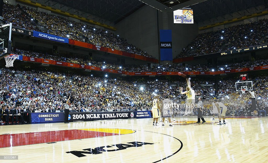 2004 NCAA Championship: UConn v Georgia Tech : News Photo