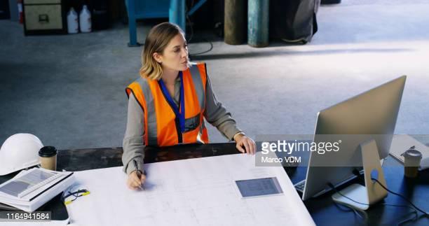 el mejor profesional de diseño de productos - ingeniero civil fotografías e imágenes de stock