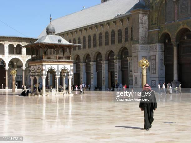 the umayyad mosque courtyard, islamic art, syria - argenberg imagens e fotografias de stock