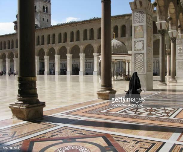 the umayyad mosque courtyard, islamic art, syria - argenberg fotografías e imágenes de stock
