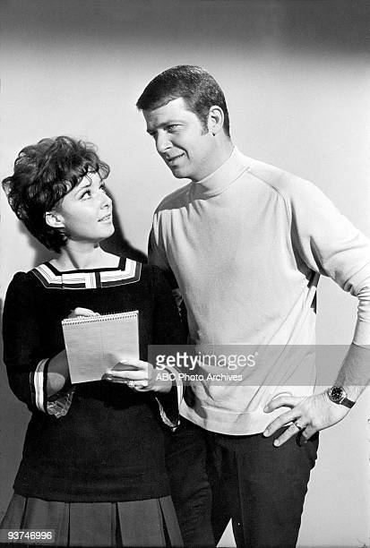 BUNCH The Undergraduate Season One 1/23/70 Mike attempted to resolve who the mysterious Linda was in a love note written by Greg Gigi Perreau guest...
