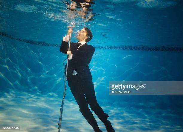 水中の歌手