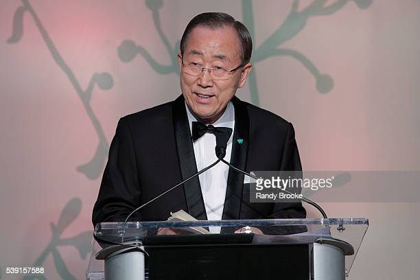 The United Nations SecretaryGeneral Ban Kimoon address's the audience during the 2016 Wildlife Conservation Society Gala at Central Park Zoo on June...