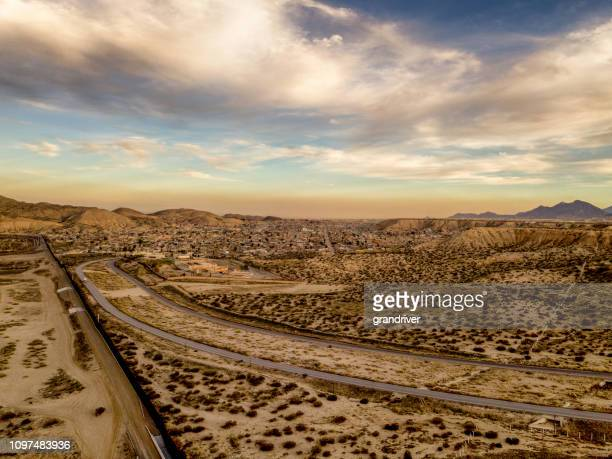ニューメキシコ州サンランド パークとプエルト anapra、チワワ メキシコ アメリカ合衆国メキシコ国境の壁 - シウダッドフアレス ストックフォトと画像
