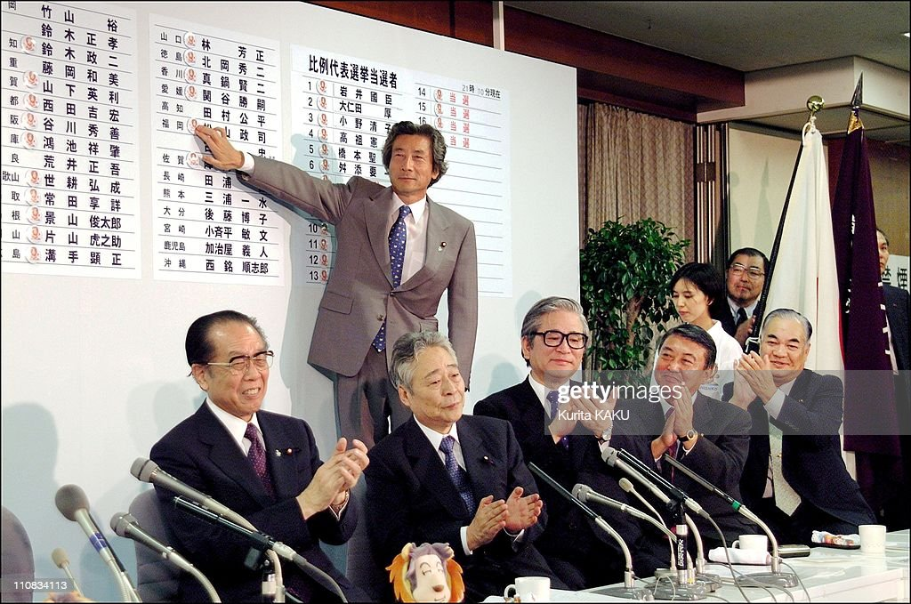 The Unstoppable Junichiro Koizumi Parade Reaches The Upper House As The Ldp Trounces The Opposition In Tokyo, Japan On July 29, 2001. : ニュース写真