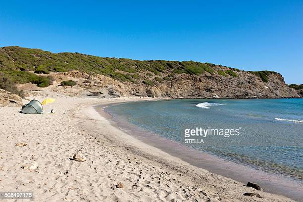 the untouched bay of cala presili, northeastern menorca, balearic islands, spain, southern europe, europe - bahía fotografías e imágenes de stock