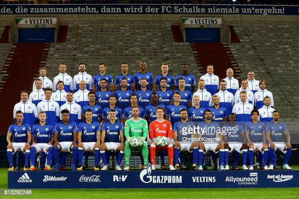 The upper row with physiotherapist Dennis Schmitz physiotherapist Holger Remmers physiotherapist Tim Hielscher Leon Goretzka Franco Di Santo Naldo...