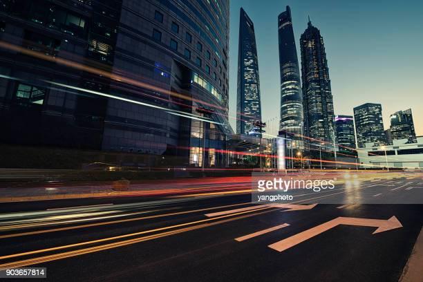 o tráfego urbano - céu dramático - fotografias e filmes do acervo