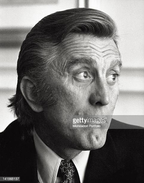 The US actor Kirk Douglas in a hotel in Italy during an interview Rome 1971