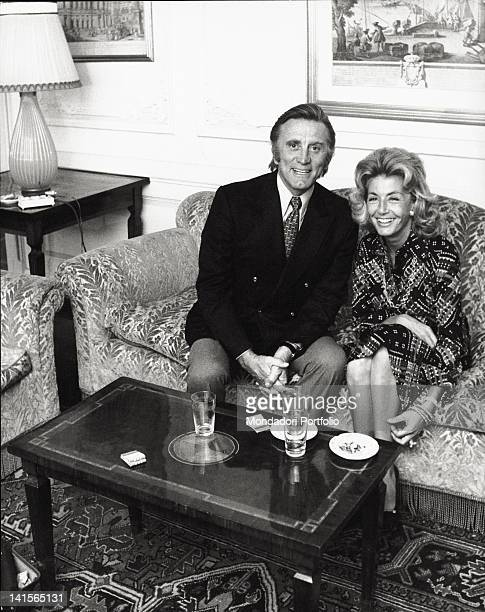 The US actor Kirk Douglas with his wife Anne Buydens during an interview in Italy Rome 1971
