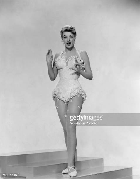 The US actress Rosemary Clooney is wearing a costume and is looking at the camera with a surprised expression in the movie White Christmas, directed...