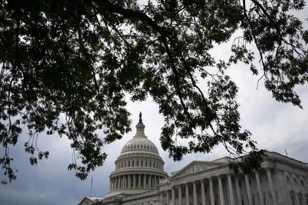 DC: Democratic Rift Persists Ahead Of Showdown On White House Agenda