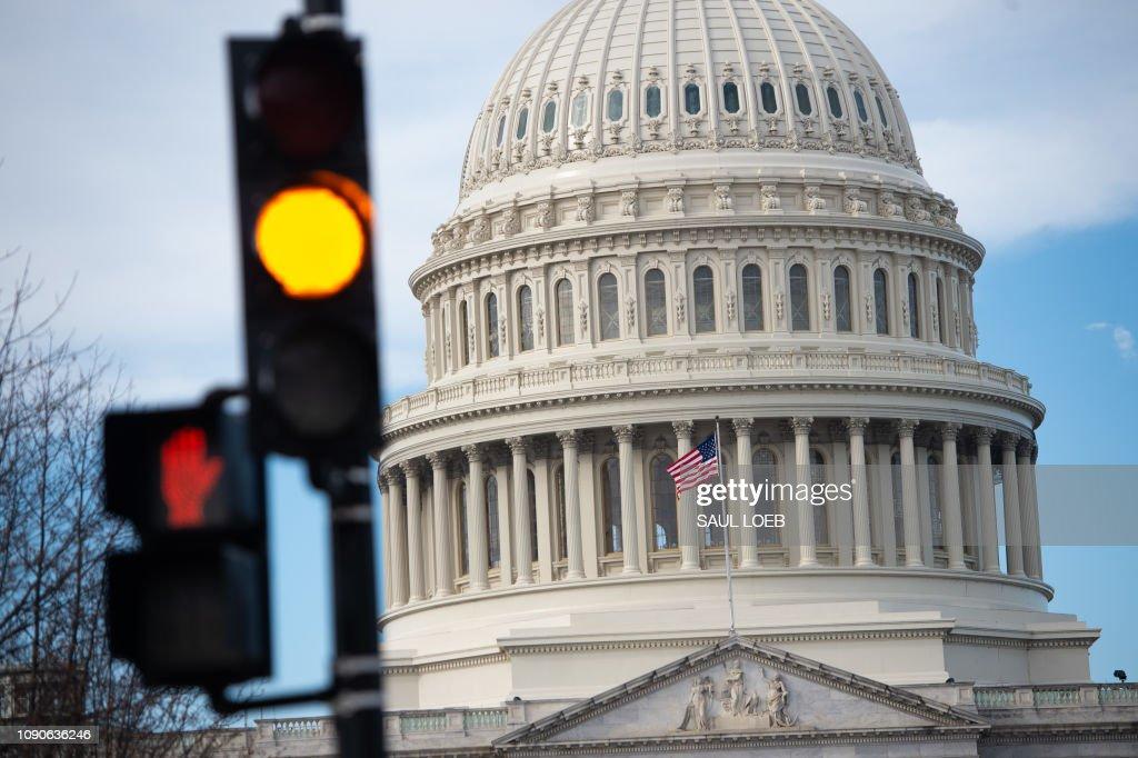 US-POLITICS-ECONOMY-GOVERNMENT-SHUTDOWN : News Photo