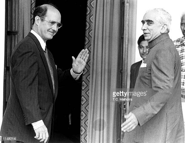 The US Depty Secretary of State Strobe Talbott waves as he enters a meeting with Indian foreign policy adviser Jaswant Singh at Hydrabad house in New...