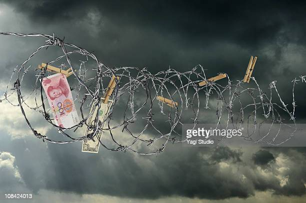 The U.S. dollar that it is tempted by barbed wire