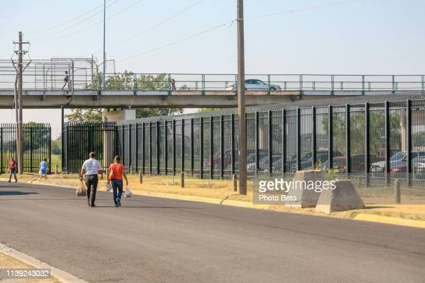 the eagle pass border station along the us-mexico border on the rio bravo - crossing sign stock pictures, royalty-free photos & images