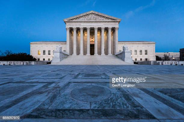 the u.s. supreme court building - us supreme court building stock pictures, royalty-free photos & images