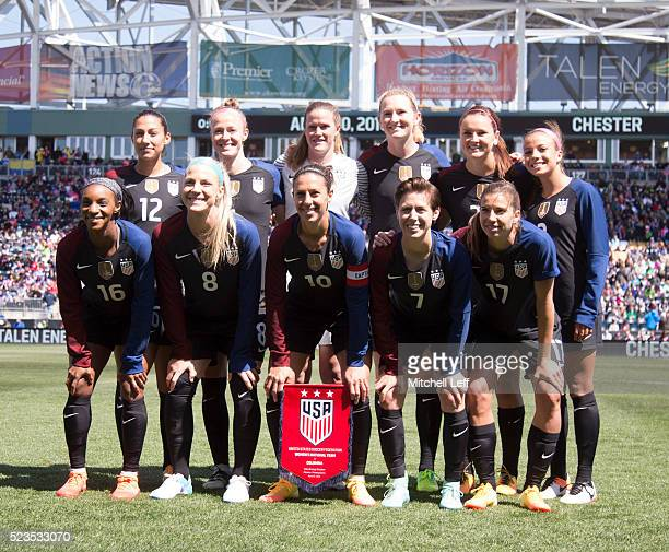 The USA team starting eleven line up for a group shot Back row left to right Christen Press Becky Sauerbunn Alyssa Naeher Samantha Mewis Lindsey...