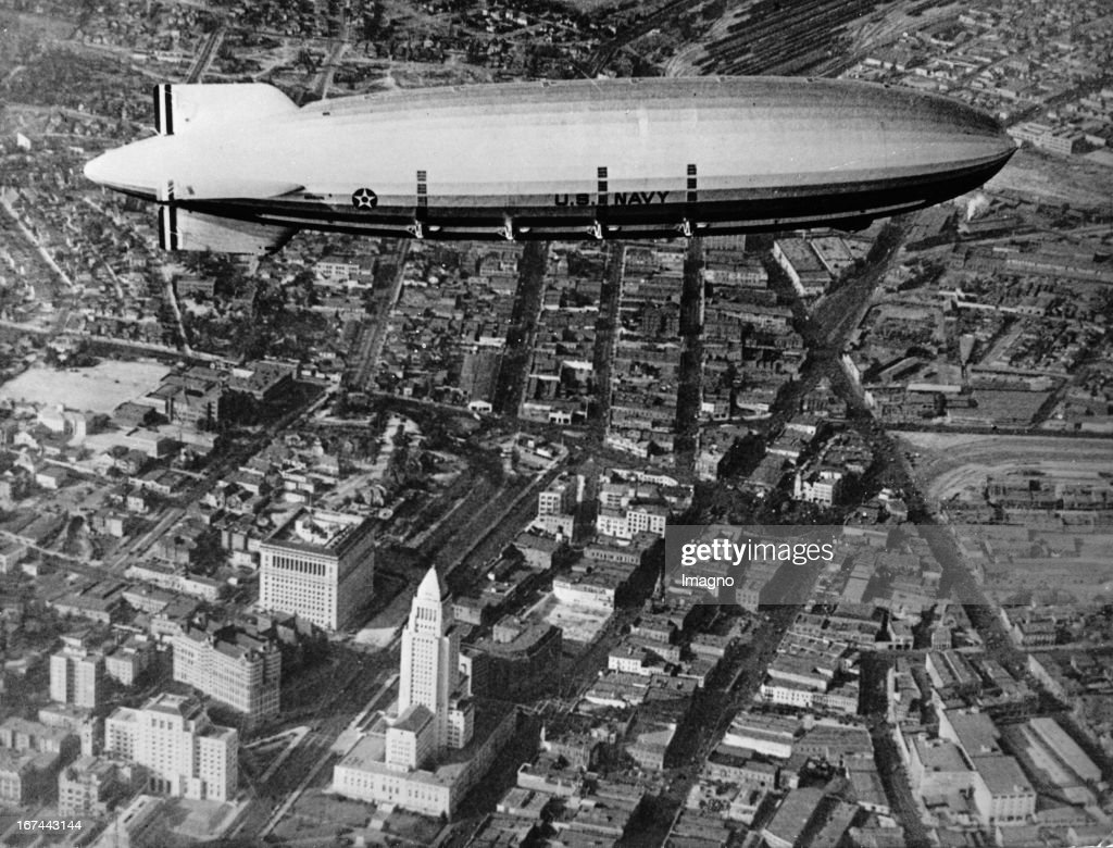 The US-Airship MACON over Los Angeles. About 1934. Photograph. (Photo by Imagno/Getty Images) Das US-Luftschiff MACON über Los Angeles. Um 1934. Photographie.