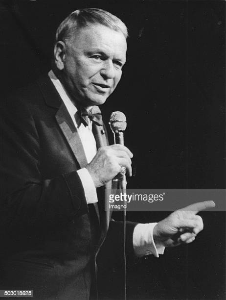 The USAmerican singer Frank Sinatra in the sold out Vienna Stadthalle He was singing for the charityorganisation Light in the darkness Stadthalle...