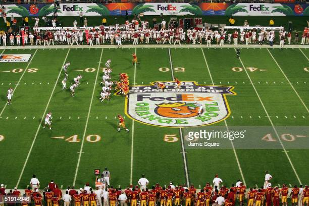 The USC Trojans offense takes on the Oklahoma Sooners defense during the FedEx Orange Bowl 2005 National Championship on January 4, 2005 at Pro...