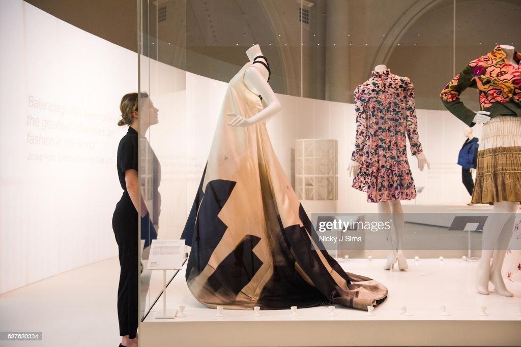 The V&A Opens Spring 2017 Fashion Exhibition Balenciaga ...