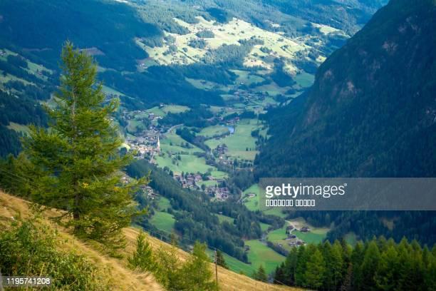 the valley of grossglockner mountains in austria - sölden stock-fotos und bilder