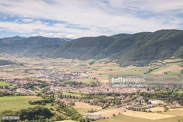 the valnerina and norcia, italy. - ノルチャ ストックフォトと画像