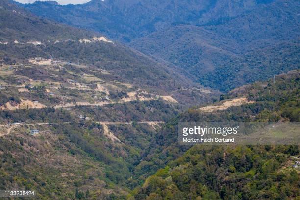 the vast green mountains and valleys of trongsa, bhutan - trongsa district stockfoto's en -beelden